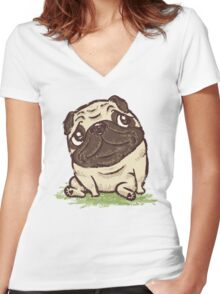 Pug that relaxes Women's Fitted V-Neck T-Shirt