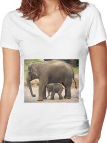 """Baby Mali"" &  Mum ""Dokkoon"" Women's Fitted V-Neck T-Shirt"