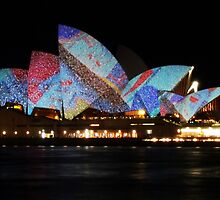 Vivid Sydney 2010 - Blue Spotted Opera House by pyko