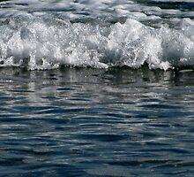 winter waves.. aldinga beach by PaulaBoreham