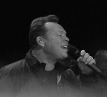 Ali Campbell live by Rob-Yates