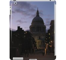 St. Paul's Cathedral at Dusk iPad Case/Skin