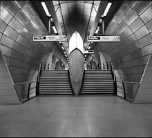 london underground - canary wharf 2010 by availablelight