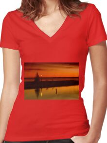 The Tree and the Lamp Post at Sunset - Aylmer Marina Women's Fitted V-Neck T-Shirt