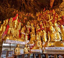 Buddha-Statues in Pindaya-Cave by travel4pictures