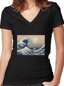 'The Great Wave Off Kanagawa' by Katsushika Hokusai (Reproduction) Women's Fitted V-Neck T-Shirt