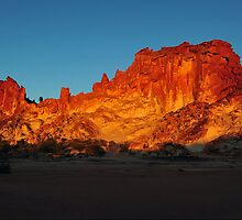 Sunset at Rainbow Valley - Central Australia. by Alwyn Simple