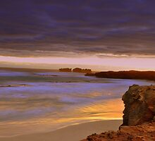 Canunda coastline by Peter  Hughes