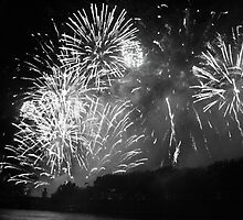 Black and White Paris Fireworks by kplata