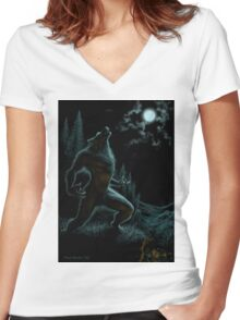 Howl of the Werewolf Women's Fitted V-Neck T-Shirt