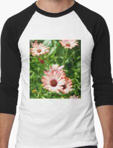 Pink Cinnamon Tradewind Daisy Flowers in the Garden Men's Baseball ¾ T-Shirt