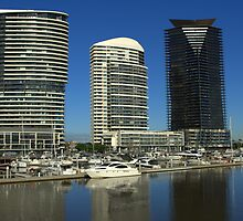 A beautiful morning at the Docklands by Kerry  Hill
