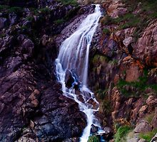 Lesmurdie Falls by Andrew  Semark