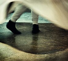 Whirling dervish by Farfarm