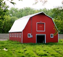 Tully's Barn by Larry Trupp