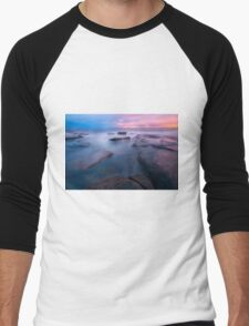 Rocks and waves at Kings Beach, QLD. Men's Baseball ¾ T-Shirt