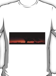 Panorama of a silhouette tree at dusk. T-Shirt