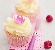 Two cupcakes by Elisabeth Coelfen