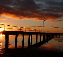 Rippleside pier - Geelong by Davegazzard