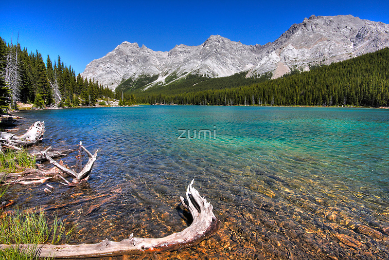 Blue tarn, blue sky by zumi