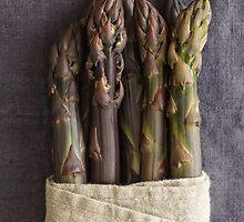 Purple asparagus by Elisabeth Coelfen