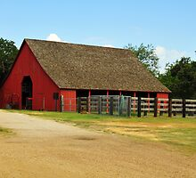 1905 Historic Nash Farm Barn by plsphoto
