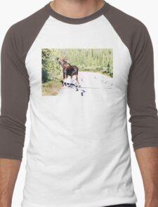 Bull Moose Munching in The Road Men's Baseball ¾ T-Shirt