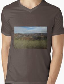Flinders Ranges - a picturesque panorama Mens V-Neck T-Shirt