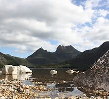 Cradle Mountain view by bustednut