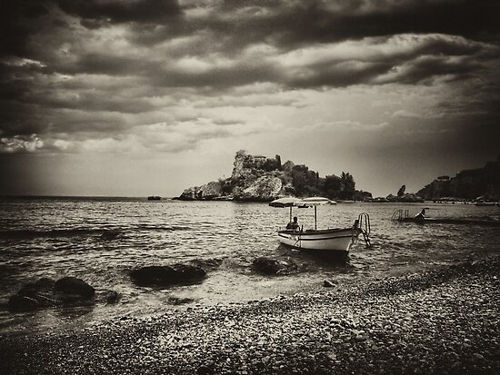 Isola Bella old-style by Andrea Rapisarda