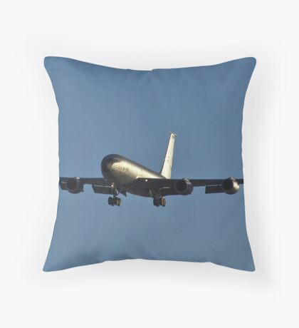 Gas station in the sky - KC-135 Strato-tanker Throw Pillow