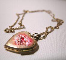 Bleeding heart by H0110wPeTaL
