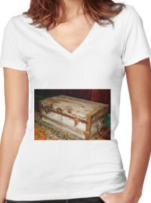 0305 Luggage Women's Fitted V-Neck T-Shirt