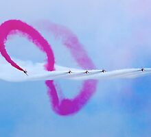 Red Arrows at Lowestoft Airshow (Aug 2010) by Gordon Holmes
