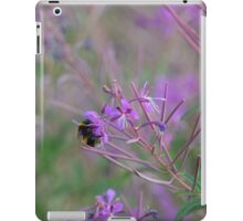 Bumble Bee on pink Flowers iPad Case/Skin