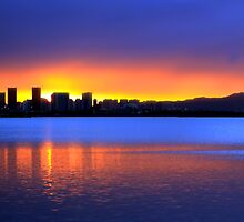 Honolulu Sunrise by ManaPhoto