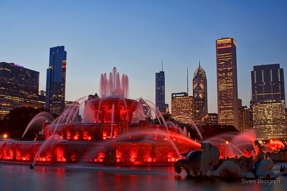 Buckingham Fountain at dusk by Sven Brogren
