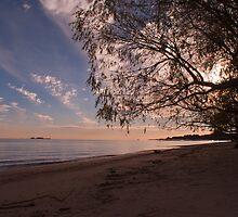 A walk on the shore by Gabriel Skoropada