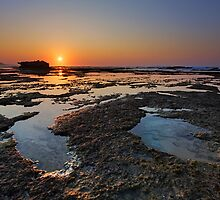 Mermaid Rock Pools by Rob  Southey