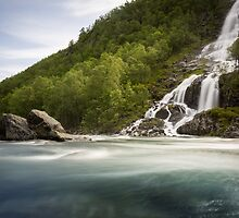 Waterfall in Norway by thomasgeoffray
