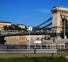 Capital Budapest_Chain Bridge_2010August by ambrusz