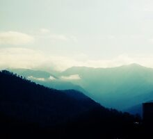Gatlainburg Mountains by aureecejustin