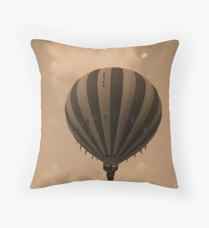 Come, we will touch the moon Throw Pillow