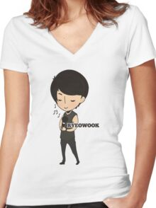 Super Junior - Chibi Ryeowook Women's Fitted V-Neck T-Shirt