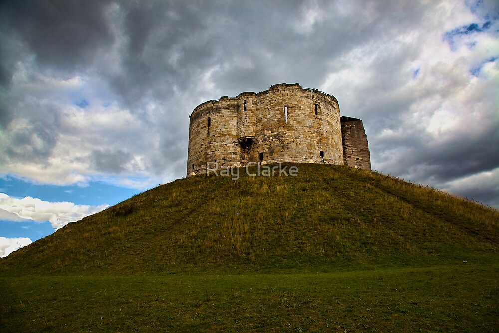 Cliffords Tower (York) by Ray Clarke