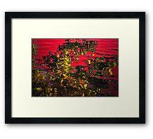 Rojo y oro Framed Print