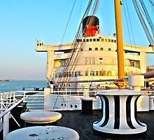 RMS Queen Mary Bow by kuumbalion