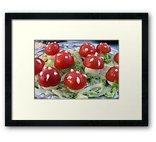 Op een rode paddenstoel.... Framed Print