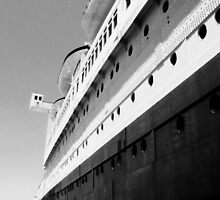 Queen Mary Departs  by kuumbalion
