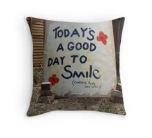 """""""TODAY'S A GOOD DAY TO SMILE"""" Throw Pillow"""